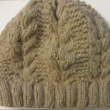 Slouchy_horseshoe_cable_hat_free_knitting_pattern_by_underground_crafter